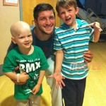 tim-tebow-visits-childrens-hospital__oPt